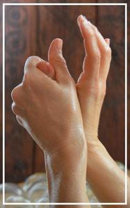 Les massages pratiqués ont pour seul but de procurer bien-être et relaxation du corps et de l'esprit. Ils ne remplacent en aucun cas un diagnostic établi par un médecin généraliste ou spécialiste. Massage non érotique et non sensuel.